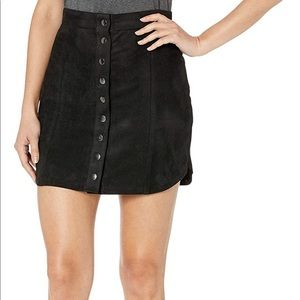 BB BTN FAUX SUEDE SKIRT